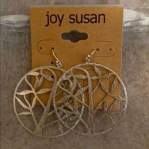 Jewelry - Brand new! Very pretty silver earrings
